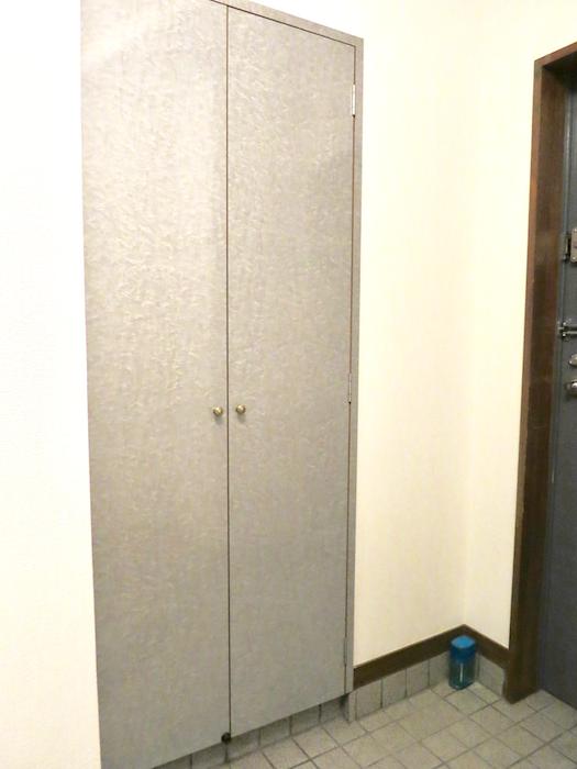 ラ・ヴィアン・ムロガ 603  玄関・廊下の収納3