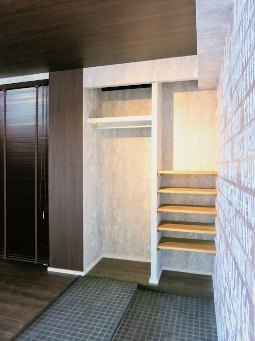 7E インダストリアル スタイル 玄関土間横にある美しい収納スペース。第3菊屋ビル 4