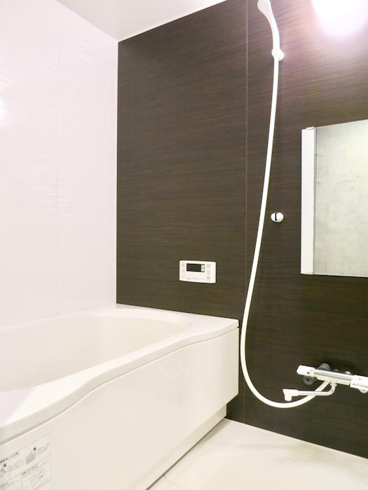 7E  バスルーム 浴室内 インダストリアル  クール!トイレはコンクリート打ちっ放し風1