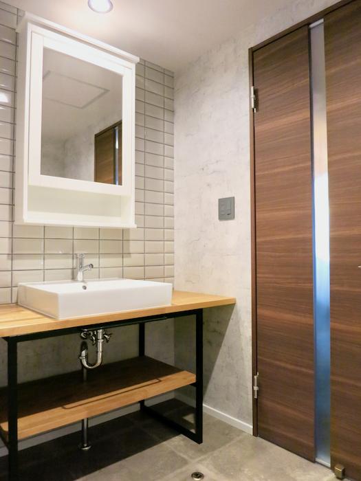 7E バスルーム&トイレ タイル・木・アイアン。これぞインダストリアル スタイル。 3