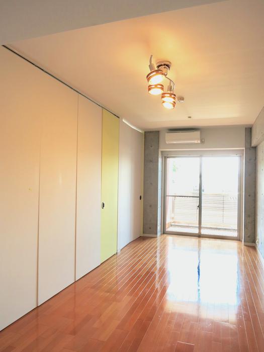 グラン・アルファ307 スポットと床と壁がいい感じです。お部屋の大きさ自由自在LDK12帖4