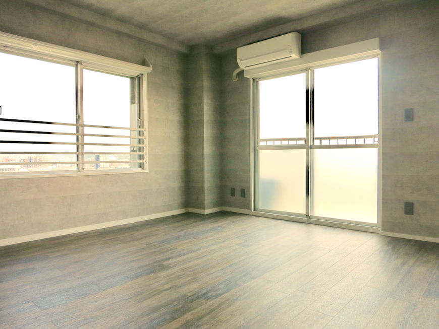 7F インダストリアル スタイル クールなグレーの壁で無機質で立体的な空間1