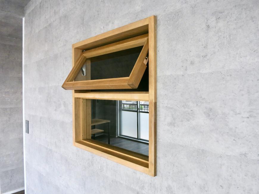 7F インダストリアル スタイル  スタイリッシュな木枠の窓1