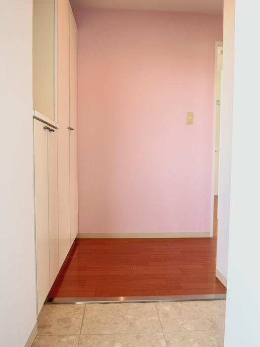 可愛いピンクの玄関周り。グラン・アルファ307 玄関まわり。