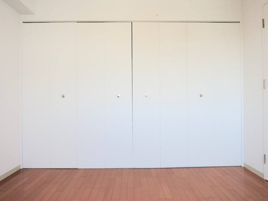 グラン・アルファ307 北側 洋室 大容量クローゼット。