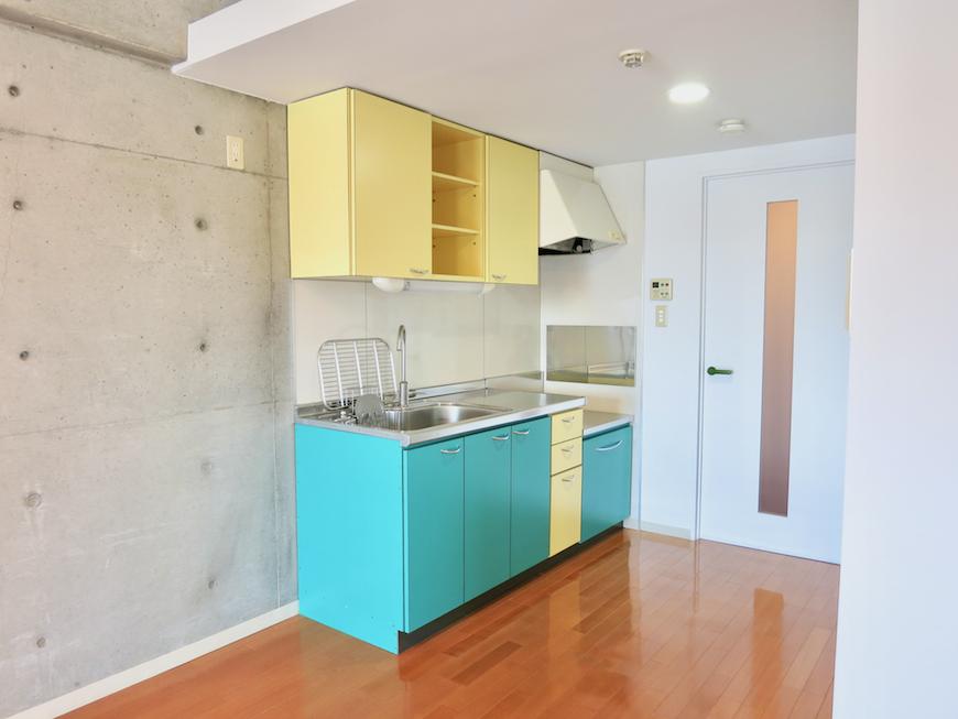 グラン・アルファ307 ポップカラーで楽しいキッチン アクセントカラーは元気色。