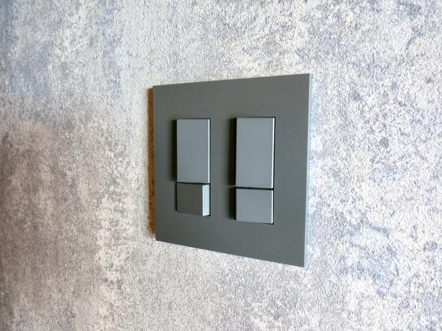 7E インダストリアル スタイル感いっぱいのコンセントスイッチ&照明2