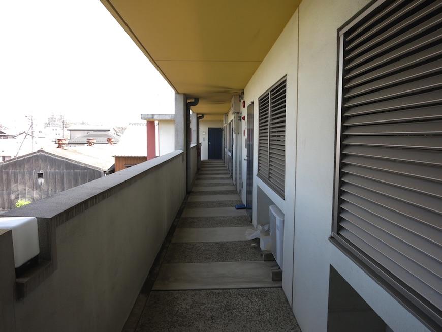 グラン・アルファ 共用スペース廊下。一番奥のお部屋が307号室。