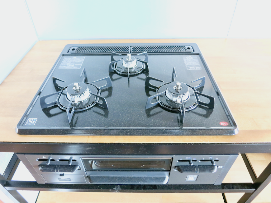 7E インダストリアル スタイル キッチン設備3 3口コンロ。