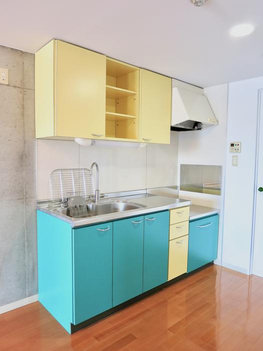 グラン・アルファ307 ポップカラーで楽しいキッチン。元気でる色。