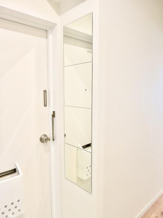玄関にはシンプルお洒落な姿見が。このデザイン素敵です。 東海御園ハイツ 8