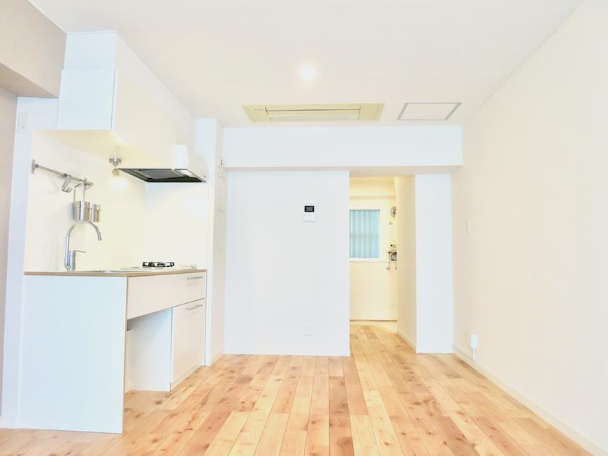 無垢の床と白い壁がシンプルでお洒落 東海御園ハイツ 9