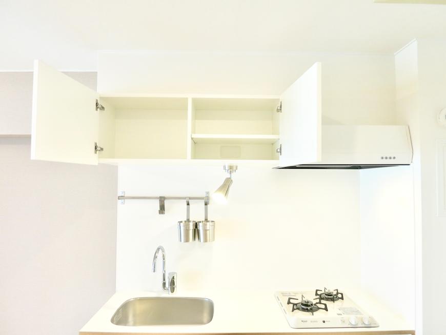 シンプル・ホワイト・ナチュラルな TOMOS キッチン収納 東海御園ハイツ 5