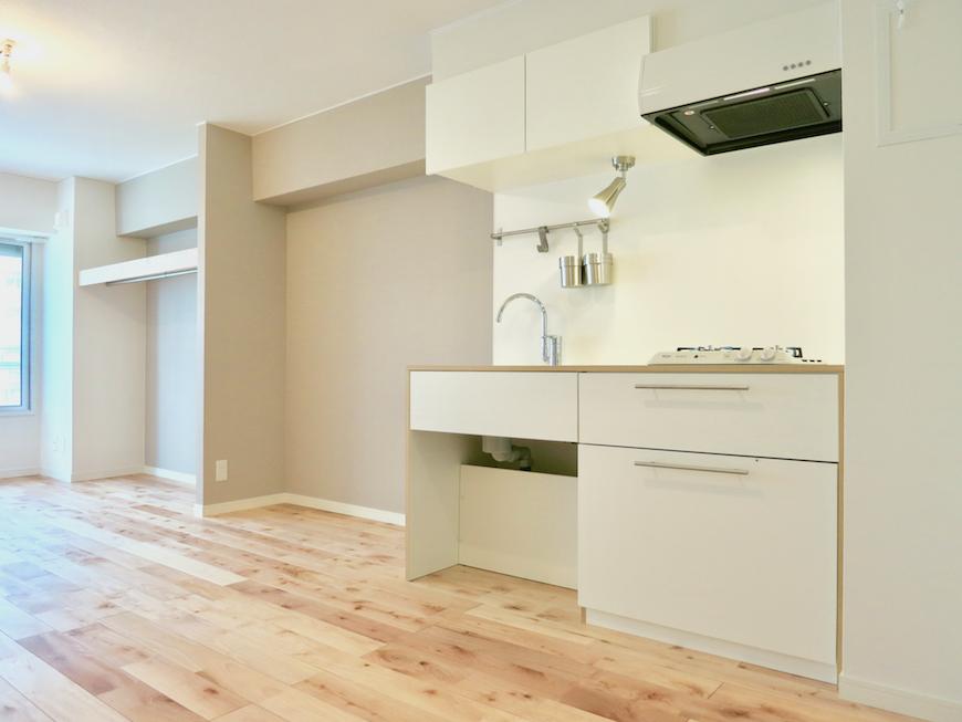 お部屋の右側はキッチンとオープン収納スペース。 東海御園ハイツ 13