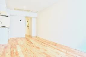無垢の床が広がる部屋。 東海御園ハイツ 3