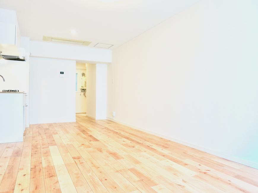 無垢の床が広がる部屋。歩き心地も 座り心地も最高な無垢の床。 東海御園ハイツ 3