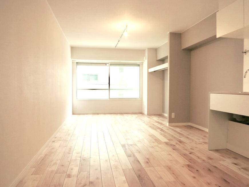 空気が綺麗な無垢の床が広がる部屋。 東海御園ハイツ 18