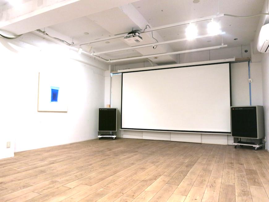 EU Studio : 大きなスクリーンと36帖の広々空間。2