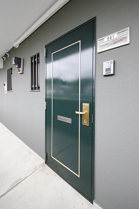 【TOMEI BASE】201号室_玄関ドア_MG_9099