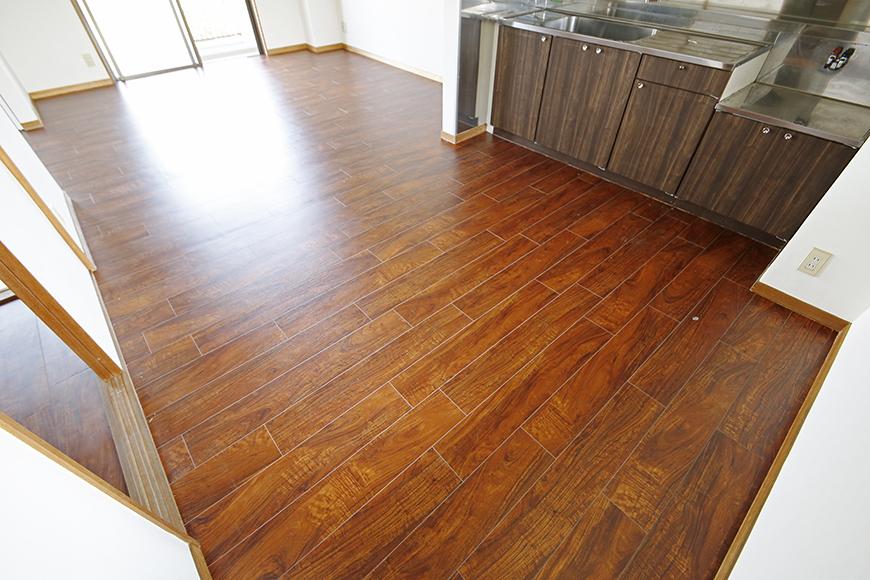 【TOMEI BASE】301号室_キッチン周りとリビングスペース_MG_9668
