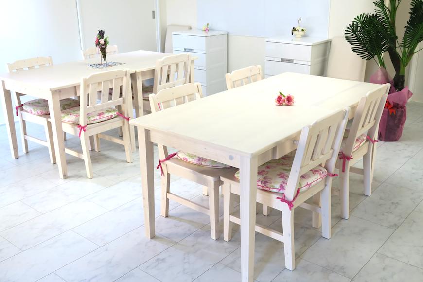 可愛いテーブルセットです。【Angelique ・Huit(アンジェリケ・ユイット)備品_0484