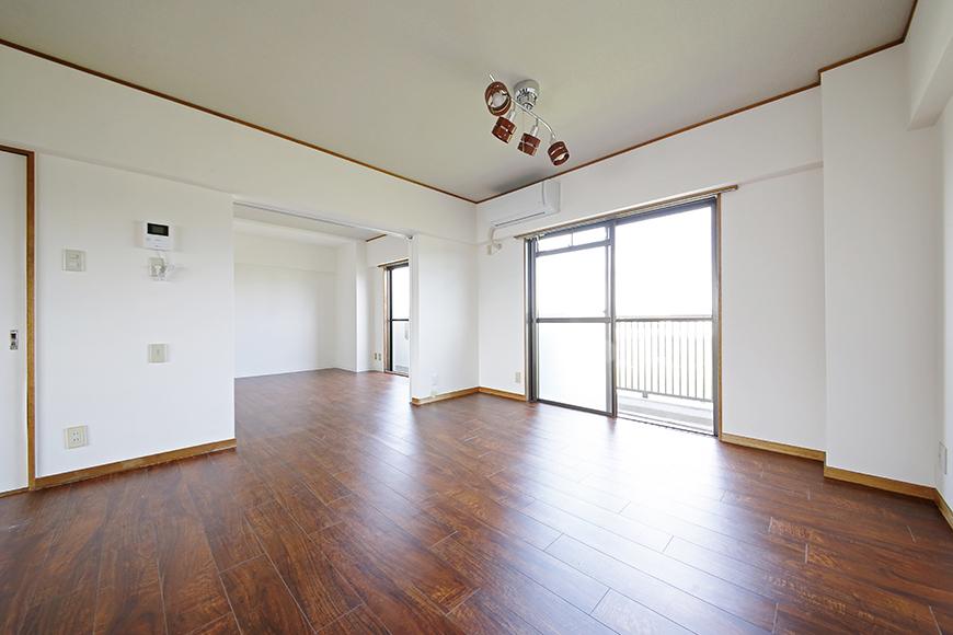 【TOMEI BASE】301号室_リビングから洋室への眺め_MG_9634