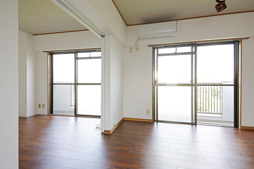 【TOMEI BASE】301号室_二つの窓からの採光_MG_9639