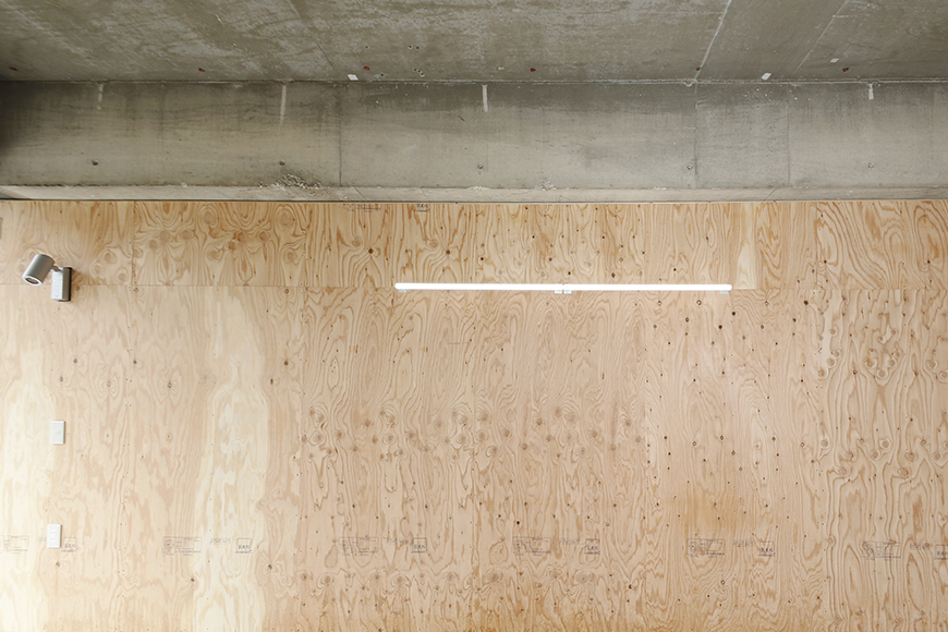 【TOMEI BASE】ガレージ内の壁_MG_9278
