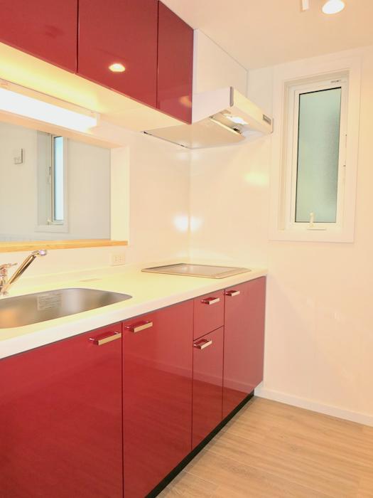 プリマ西尾 人気の赤いキッチン