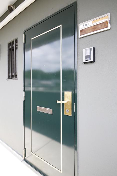 【TOMEI BASE】301号室_玄関ドア_MG_9483