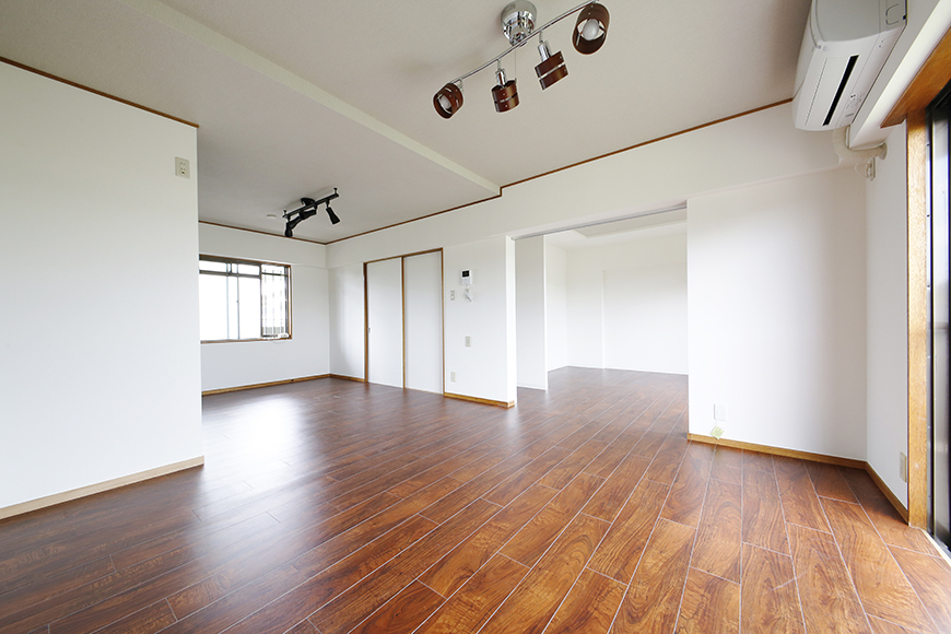 【TOMEI BASE】201号室_リビングスペース_MG_9195