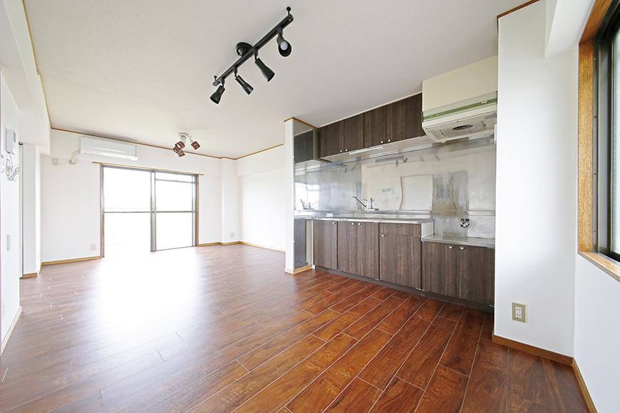 【TOMEI BASE】201号室_キッチン・リビングスペース_MG_9160