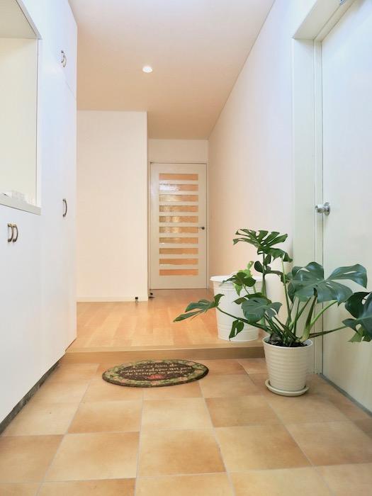THe PLace  玄関・廊下 明るく穏やかな玄関です。入ってくると安心できるそんな空間創り。