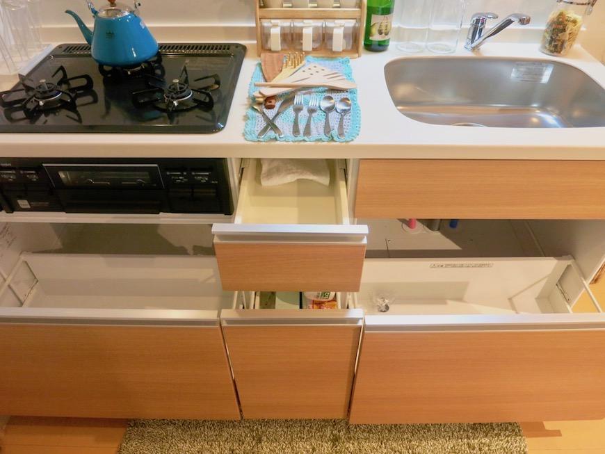 ラヴィータ泉 Aタイプ21 キッチン台正面 収納スペース。