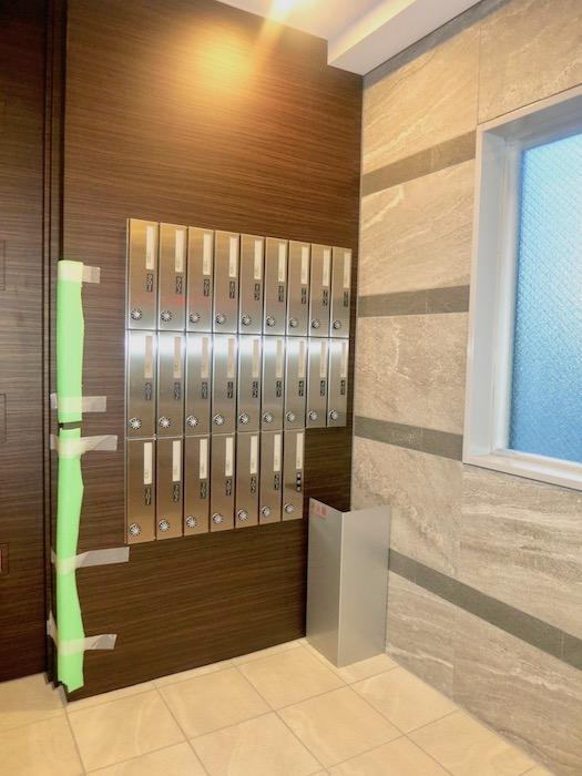ラヴィータ泉 郵便・宅配はプライバシーが守られています。エントランス2