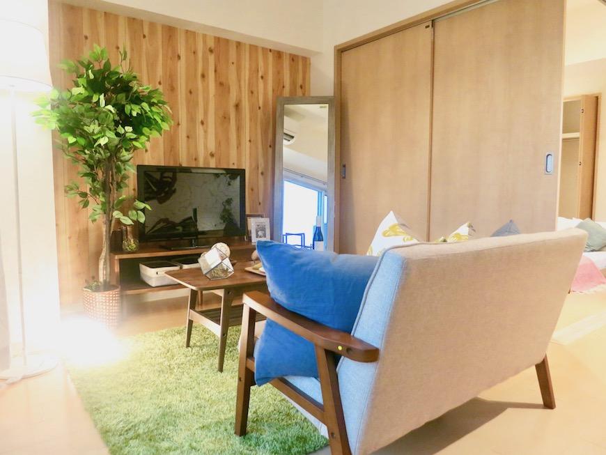 ラヴィータ泉 Aタイプ18 グリーンのラグマットと植物が似合う北欧テイストのお部屋。