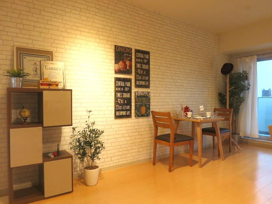 ラヴィータ泉 Aタイプ27 ホワイトレンガ調の壁紙がお部屋の雰囲気をお洒落にしています。