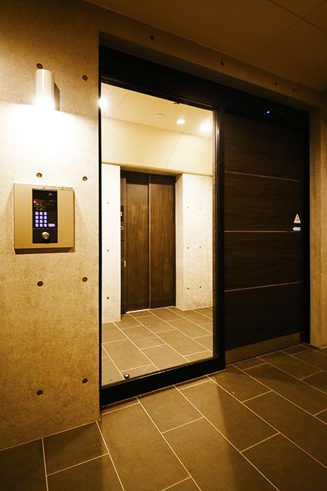 【Gstyle栄東】インターフォン・オートロック完備のエレベータ付近_MG_9193