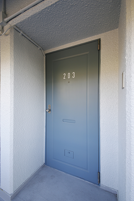 【Reno Base motoyama_203号室】外観_玄関ドア__MG_7665