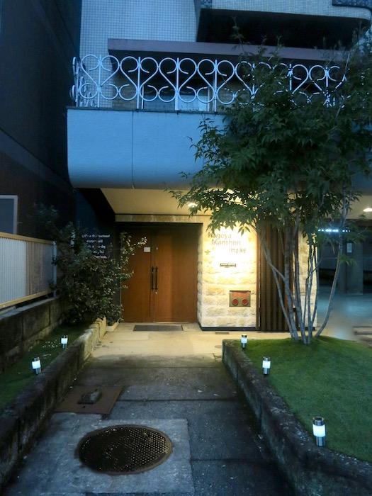 7C ナゴヤマンション今池  夕暮れ時のビルの入り口3