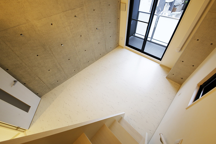 【Gstyle栄東】ロフトへの階段から洋室の眺め_MG_8870