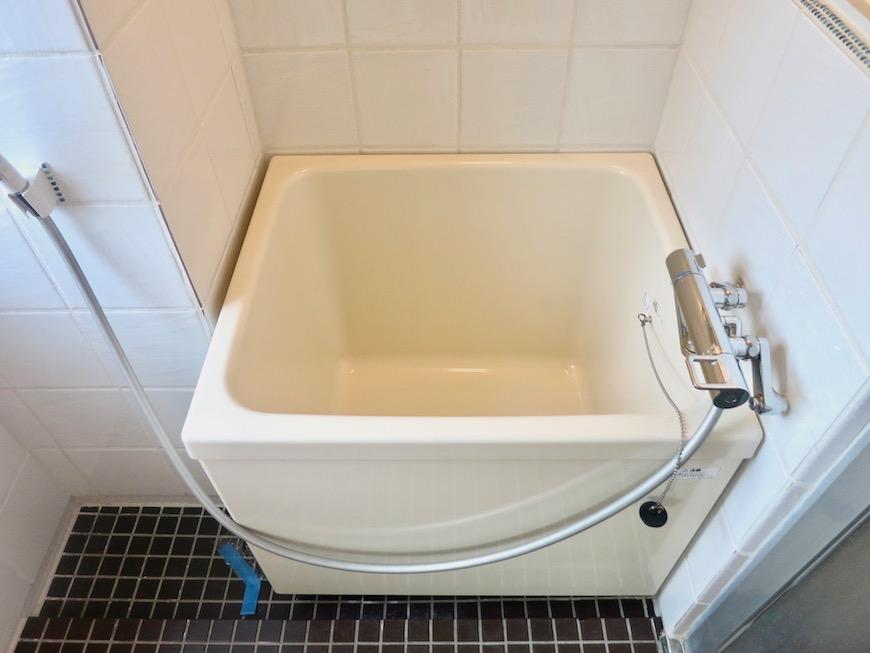 7A ナゴヤマンション今池  レトロなバスルーム タイルとガラス玉でデザインされた可愛いお風呂4
