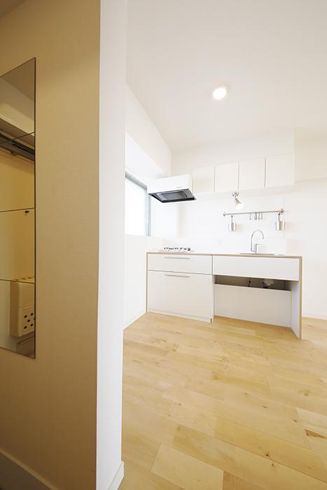 【内観】TOMOS江南_玄関の壁の向こうにキッチンが_MG_6844