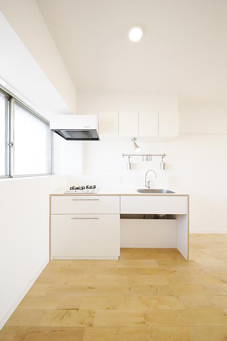 【内観】TOMOS江南_窓からの光で明るいキッチン_MG_6850