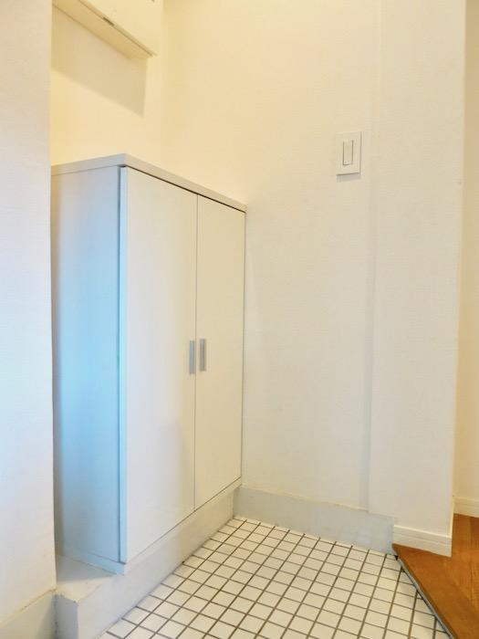 7C ナゴヤマンション今池 ナチュラルホワイトの玄関   TOMOS ROOM3