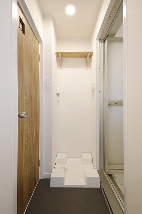 【内観】TOMOS江南_左からトイレ、室内洗濯機置き場、バスルームです_MG_6977