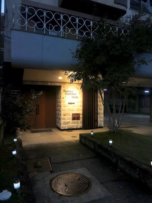 7C ナゴヤマンション今池  夕暮れ時のビルの入り口4