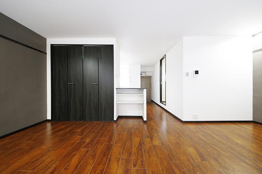 【BELLE PARK FRONT】洋室_大きな収納が目立ちます_MG_8457