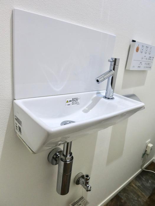 RINASCERE 902号室 シンプルで窓付のトイレ2