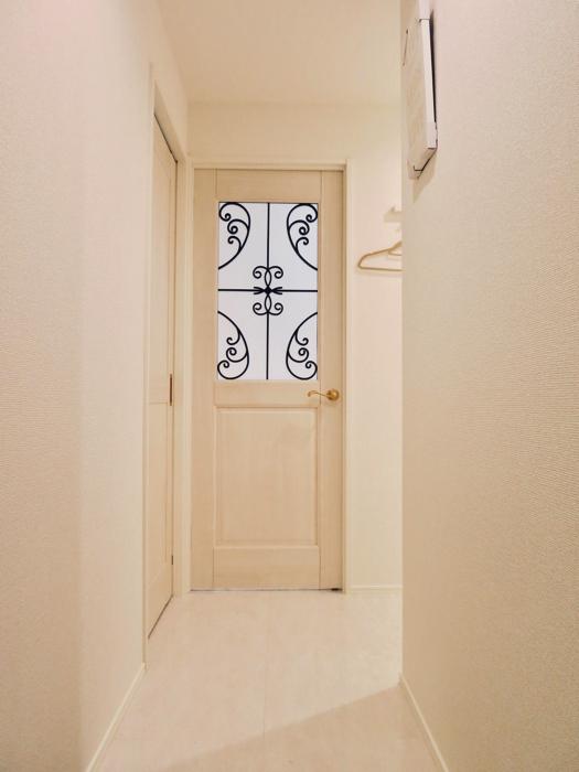 エステート楠 ホワイトでエレガントな玄関 収納 2